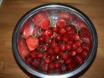 5/3の収穫サクランボとイチゴ